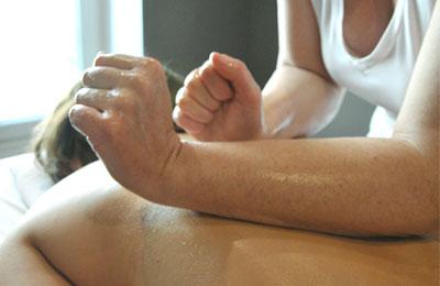 Massage Lomi Lomi d'insipiration hawaïenne dans l'espace bien-être IFM Marseille Massage